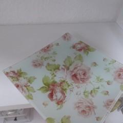 Glasschale mit Rosen