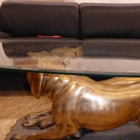 Glastisch mit Hunden