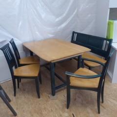 Tisch mit Stühlen und Bank; Artikel-Nr.: 3135