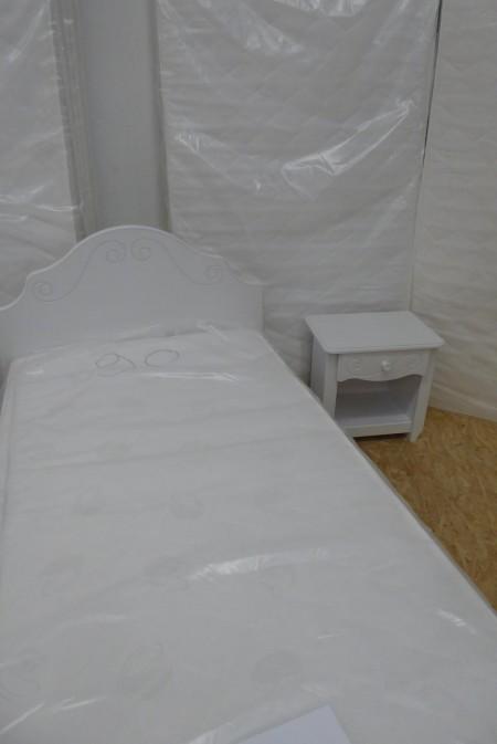 weißes Einzelbett mit Nachtkästchen; Artikel-Nr.: 3008